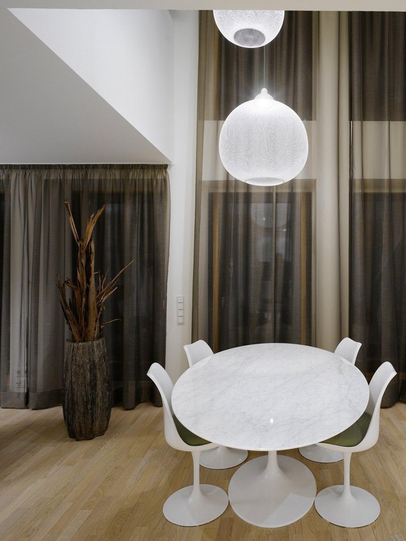 Elegant interior design a duplex apartment with a for Complex table design