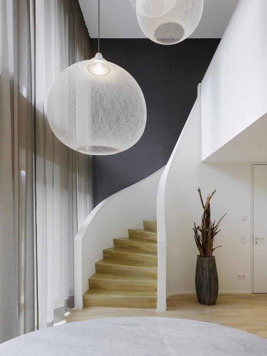 Elegant interior design - elegant curved staircase