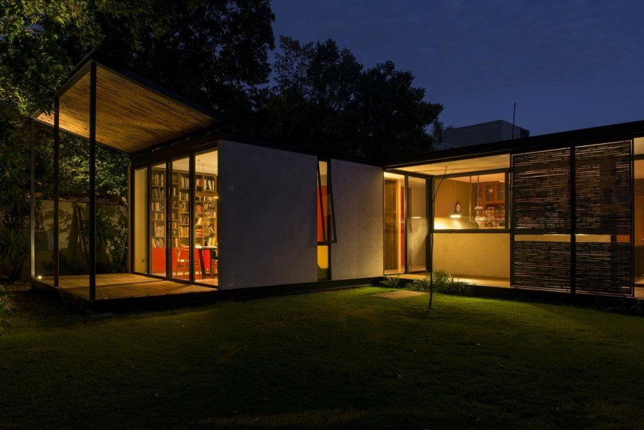 Energy-Saving Itzimna House in Mexico - Large windows