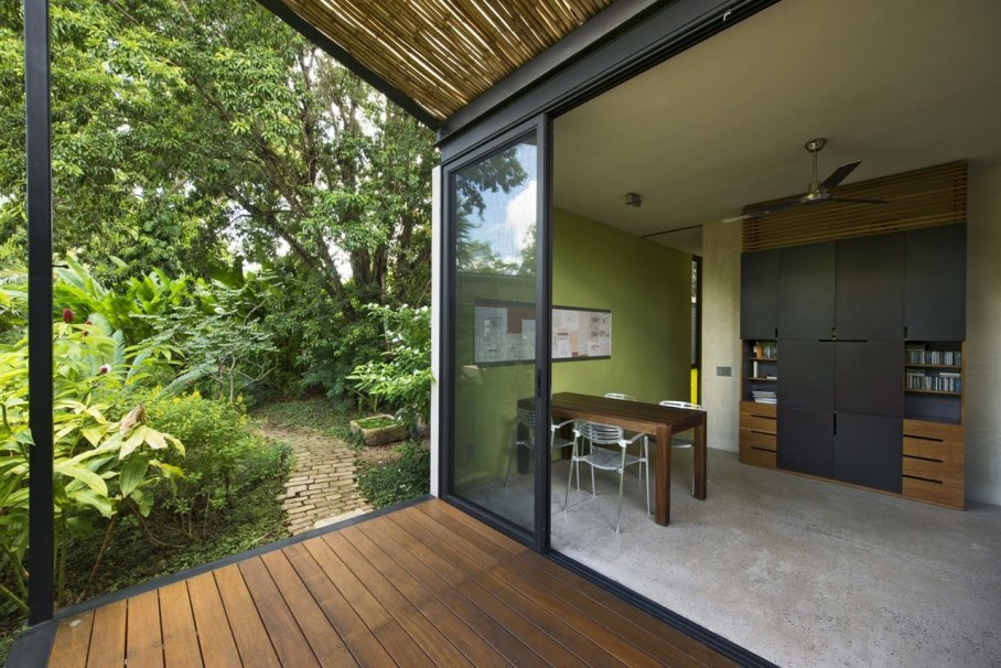 Energy-Saving Itzimna House in Mexico - Workplace