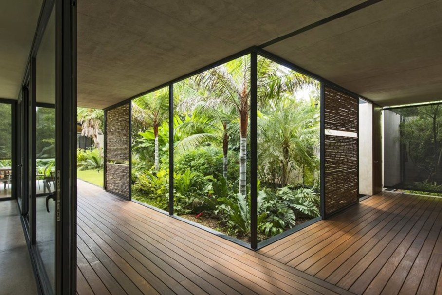 Energy-Saving Itzimna House in Mexico - courtyard garden