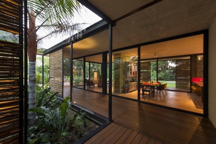Energy-Saving Itzimna House in Mexico - dining room