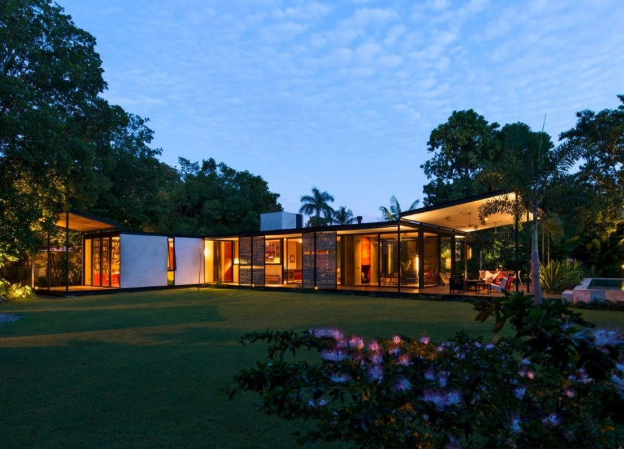 Energy-Saving Itzimna House in Mexico - facade