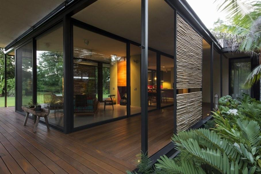 Energy-Saving Itzimna House in Mexico - outdoor terrace