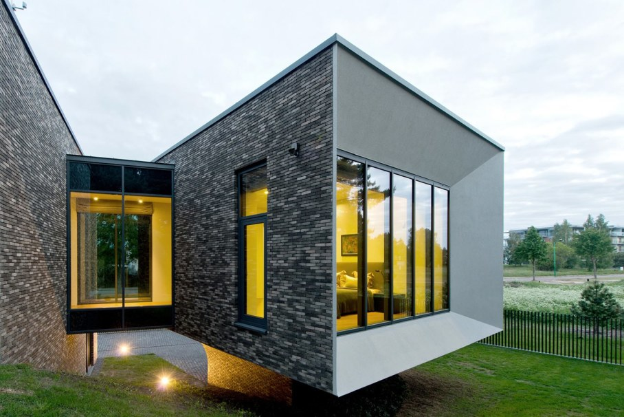 Modern House in Palanga - glass passages