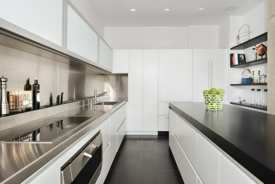 Penthouse Hi-Rise with panoramic view of Chicago - Kitchen