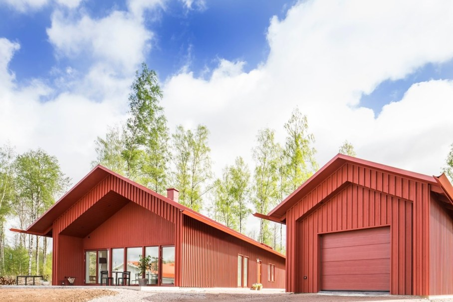 Red House in Swedish style by Thomas Sandell - Garage