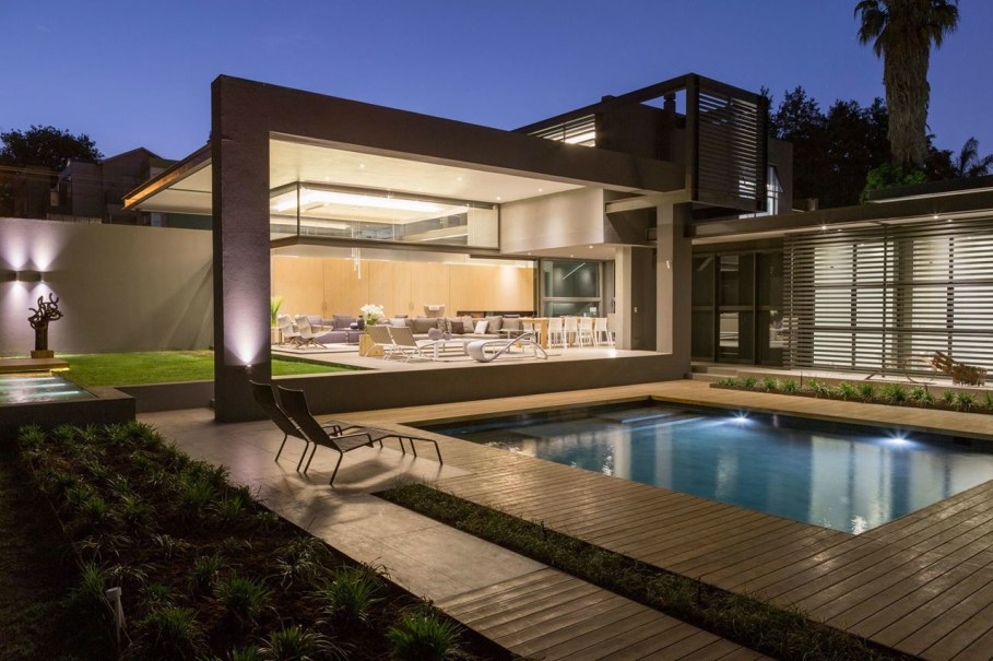 Sar - luxurious house at the suburb of Johannesburg