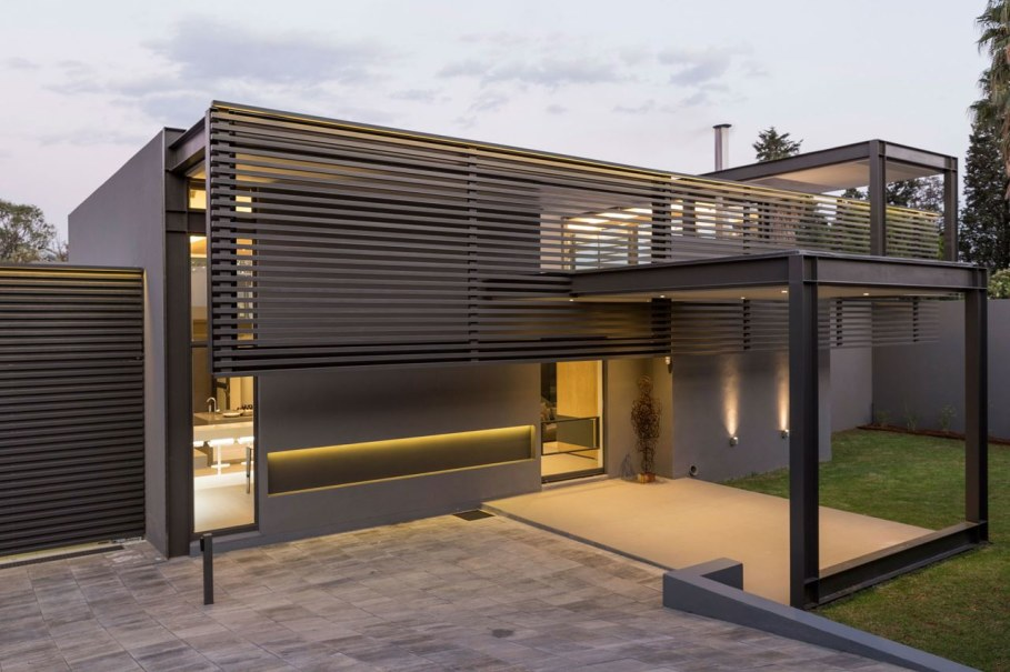 Sar - the luxurious, comfortable and functional private house - architectural company Nico van der Meulen Architects