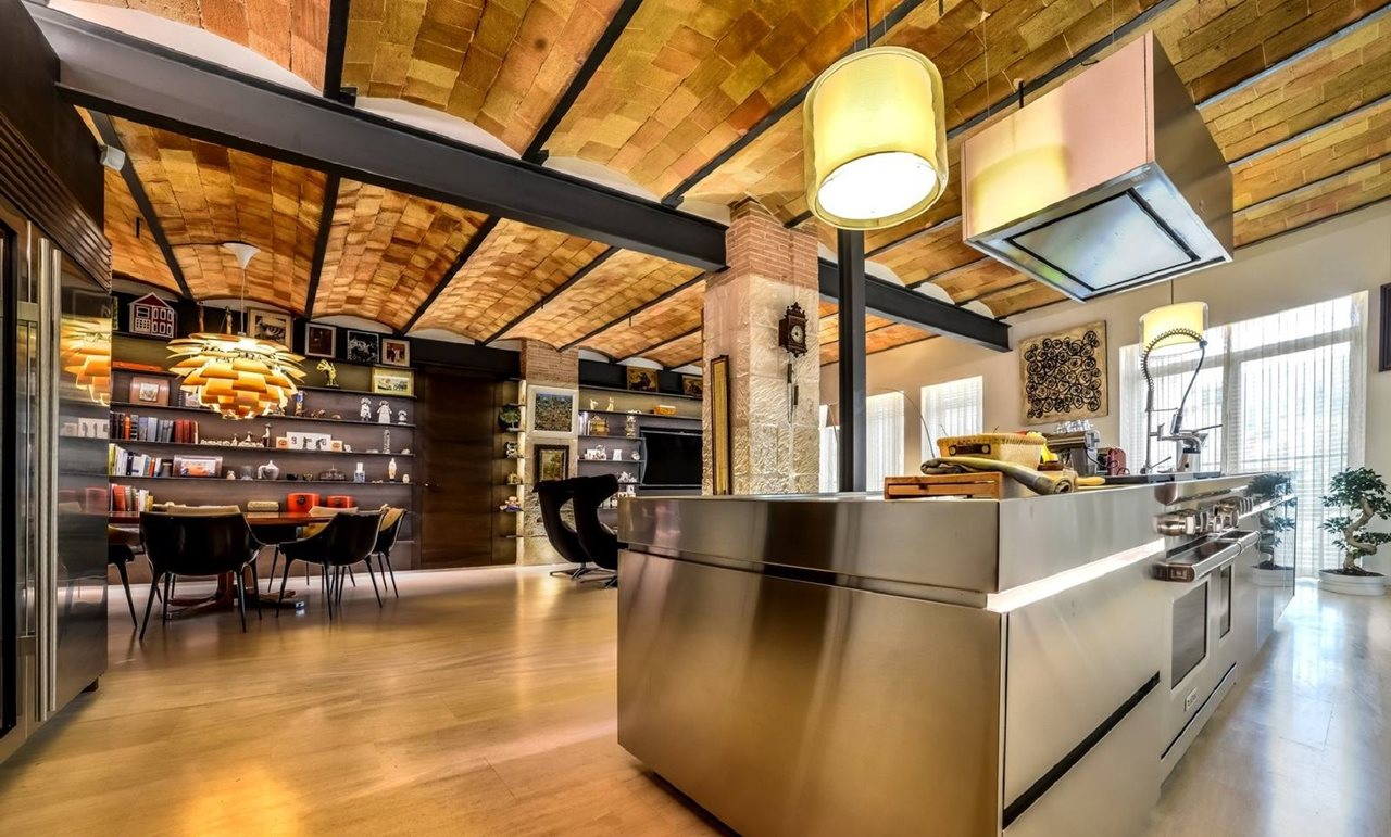 Stylish loft in spain kitchen for Furniture zone thames
