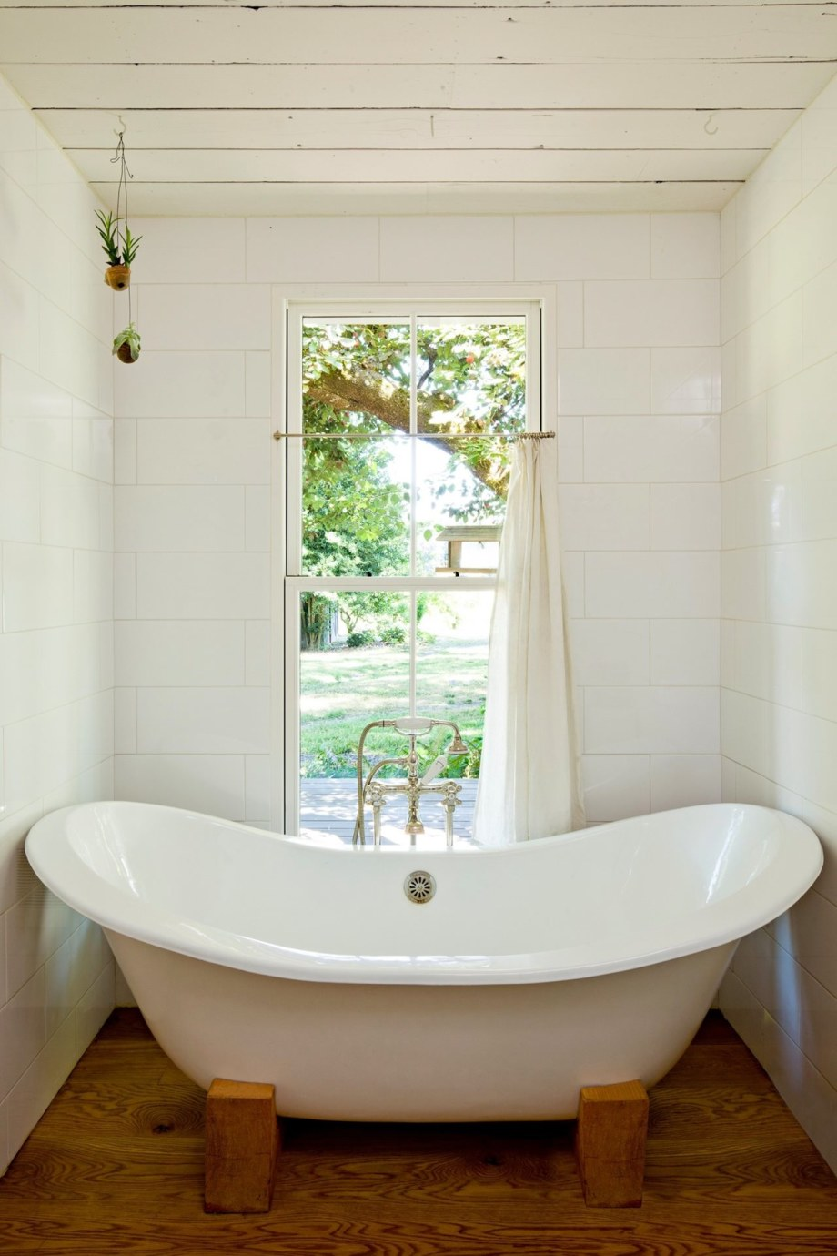 The Cozy Country House For A Designer`s Family - Bathroom