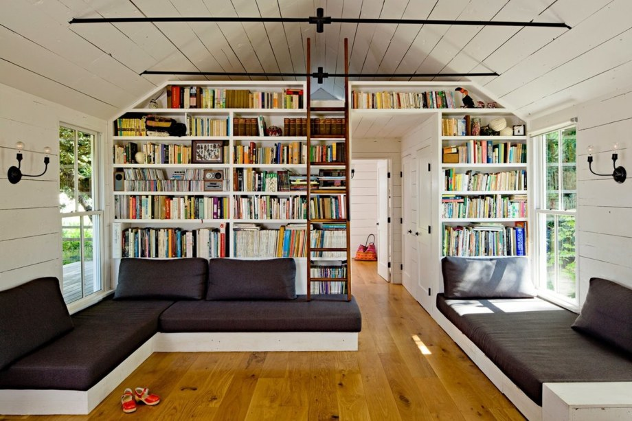 The Cozy Country House For A Designer`s Family - Home library