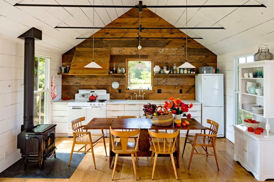 The Cozy Country House For A Designer`s Family - Kitchen