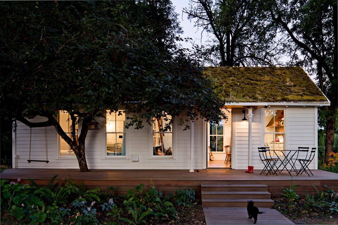 Small Home Design Ideas Photos: The Cozy Country House For A Designer`s Family