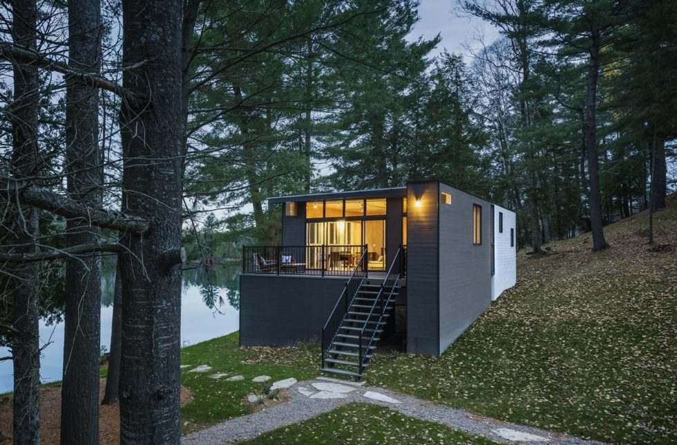 The new house on the site of an old cottage in Canada - Exterior