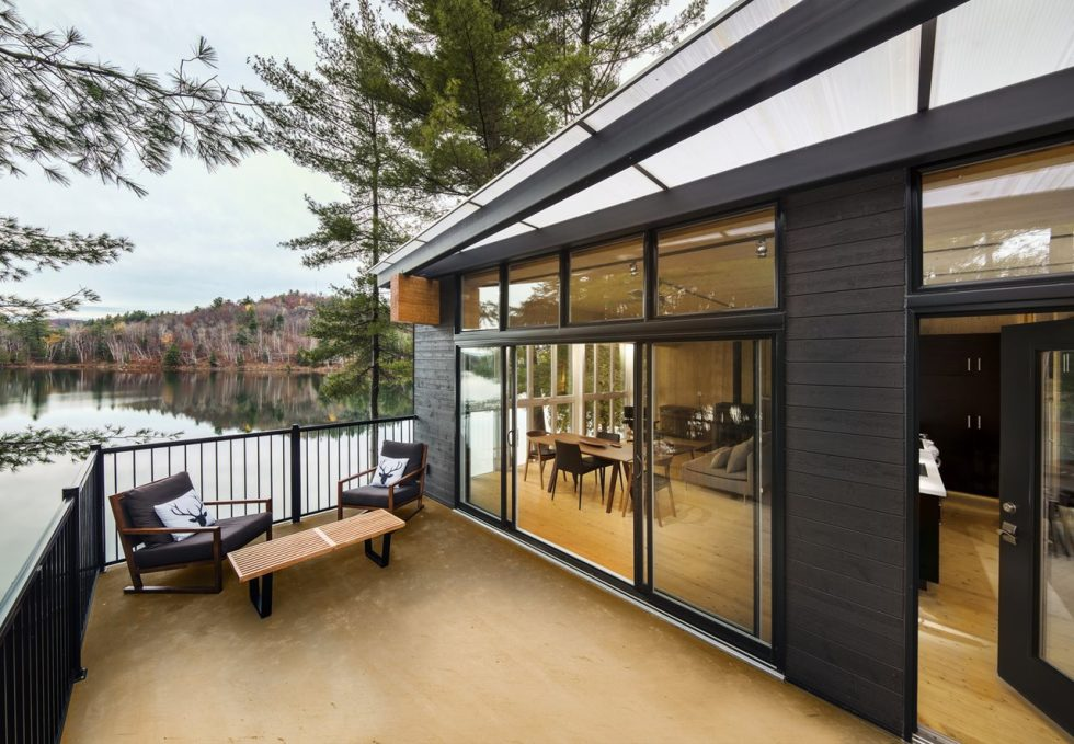 The new house on the site of an old cottage in Canada - Outdoor terrace