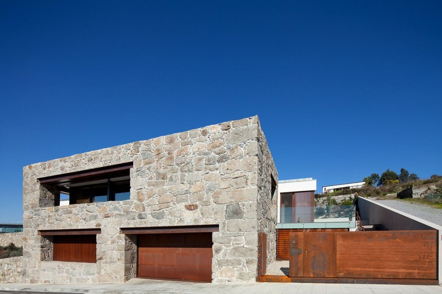 The new house within the walls of an old building - RM House by Fernando Coelho 5