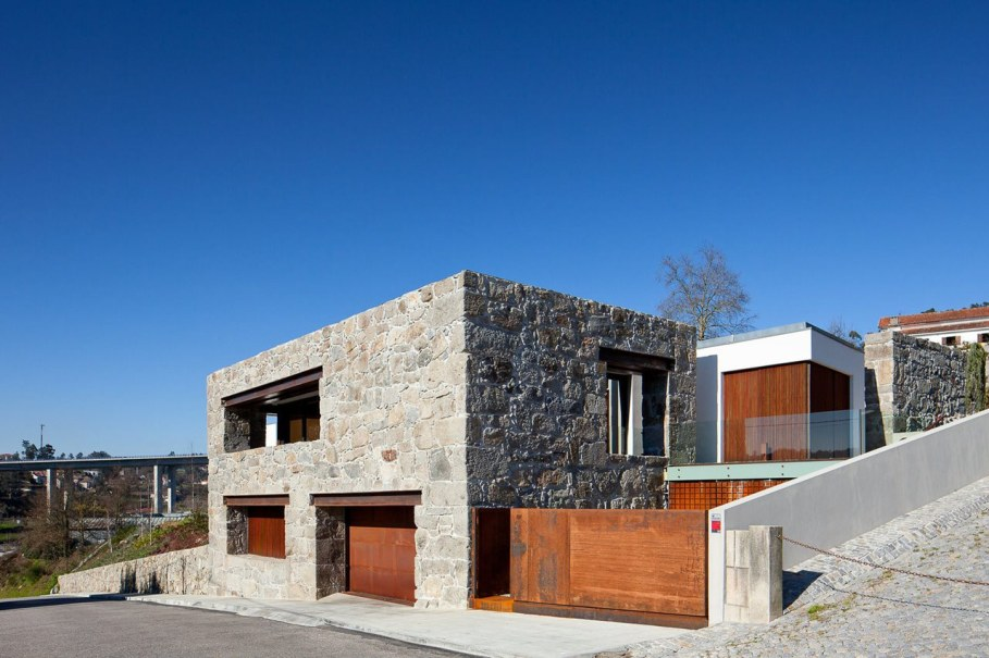 The new house within the walls of an old building - RM House by Fernando Coelho 6