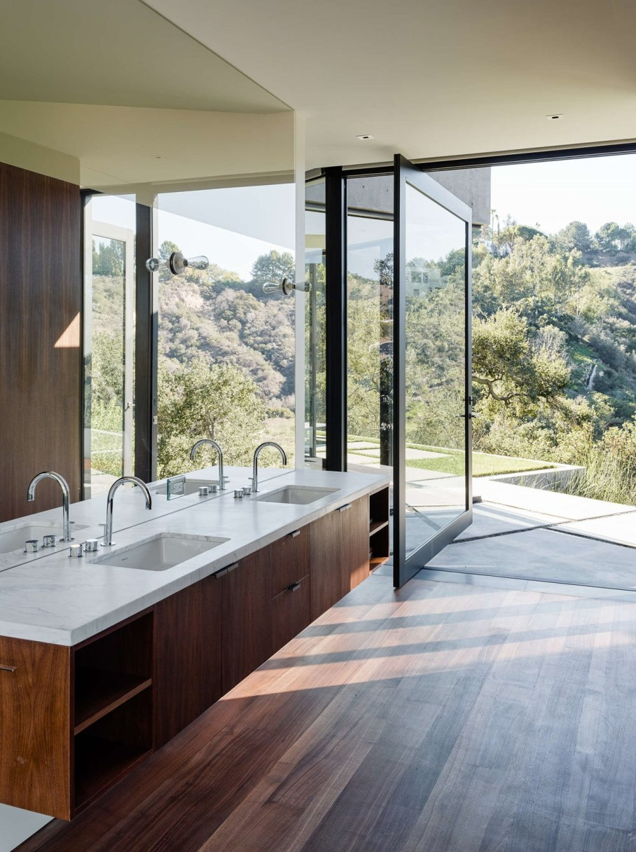 The private house Oak Pass in California by Walker Workshop - Bathroom