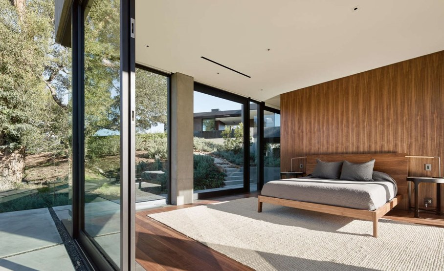 The private house Oak Pass in California by Walker Workshop - Bedroom