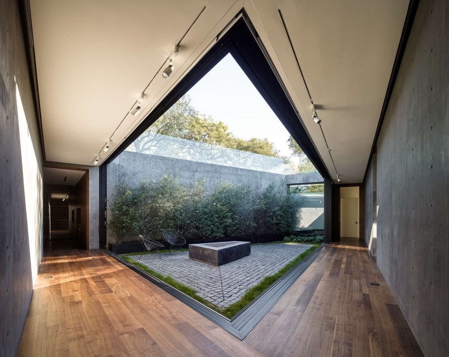 The private house Oak Pass in California by Walker Workshop - Courtyard design ideas