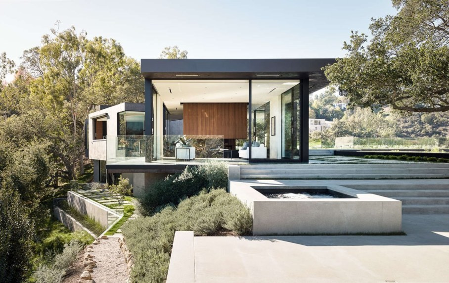 The private house Oak Pass in California by Walker Workshop - Day