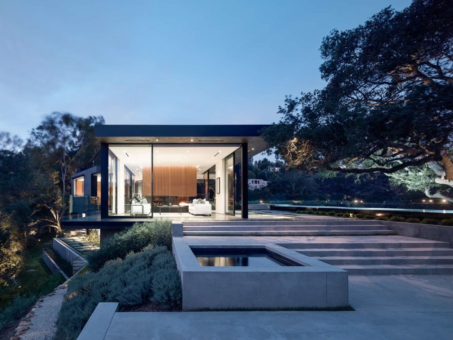 The private house Oak Pass in California by Walker Workshop - Night