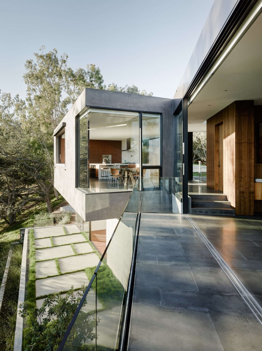 The private house Oak Pass in California by Walker Workshop - Outdoor terrace