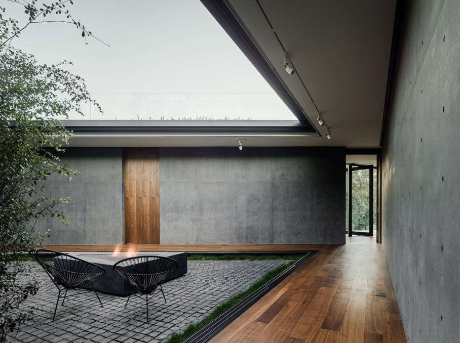 The private house Oak Pass in California by Walker Workshop - Patio