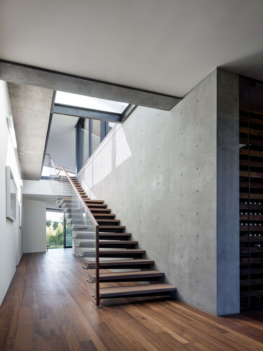 The private house Oak Pass in California by Walker Workshop -Staircase