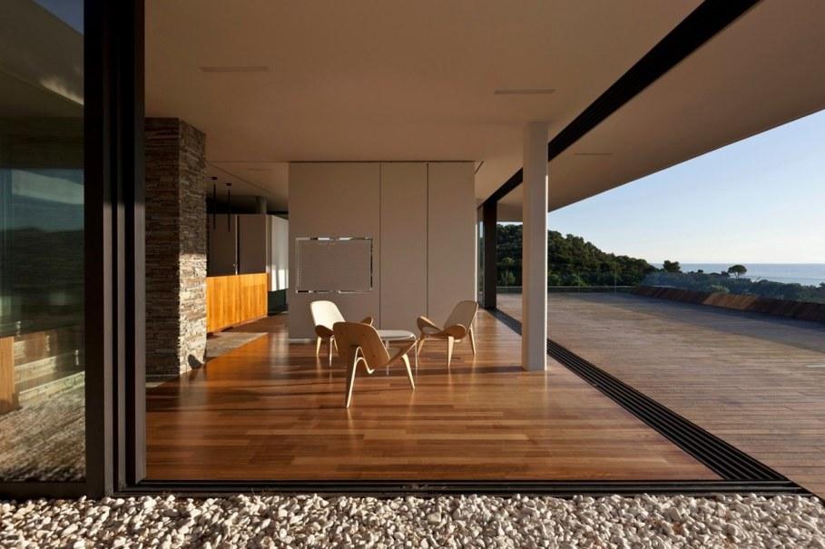 The shining Plane House residence on the Greek island - Panoramic windows