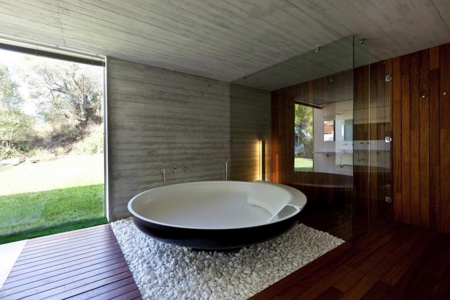 The shining Plane House residence on the Greek island - bathroom