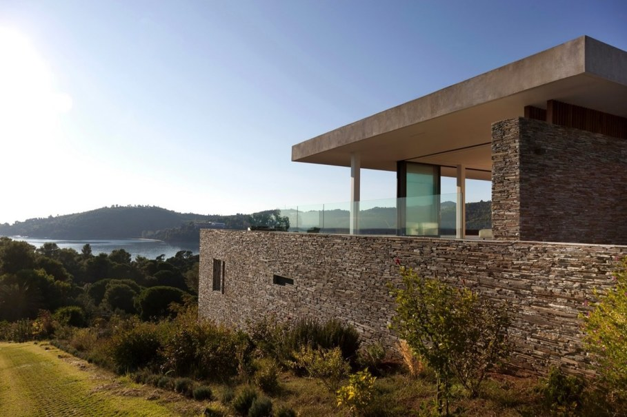 The shining Plane House residence on the Greek island - exterior