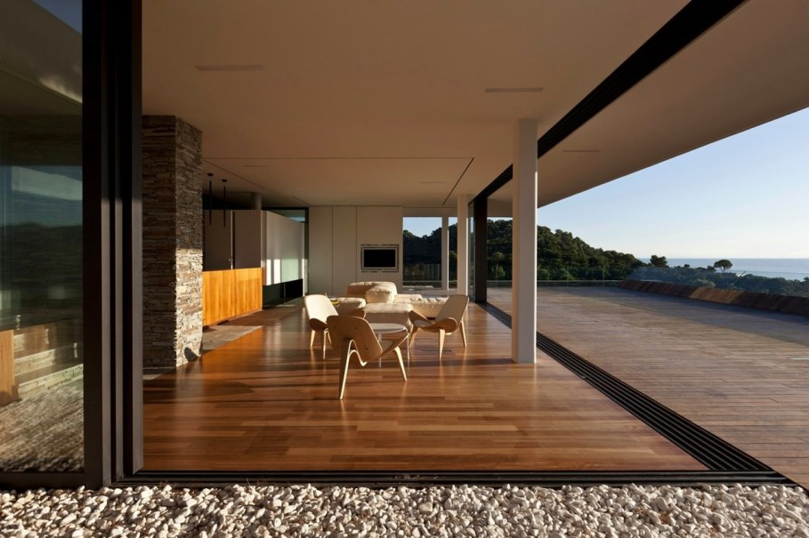 The shining Plane House residence on the Greek island - outdoor terrace 2