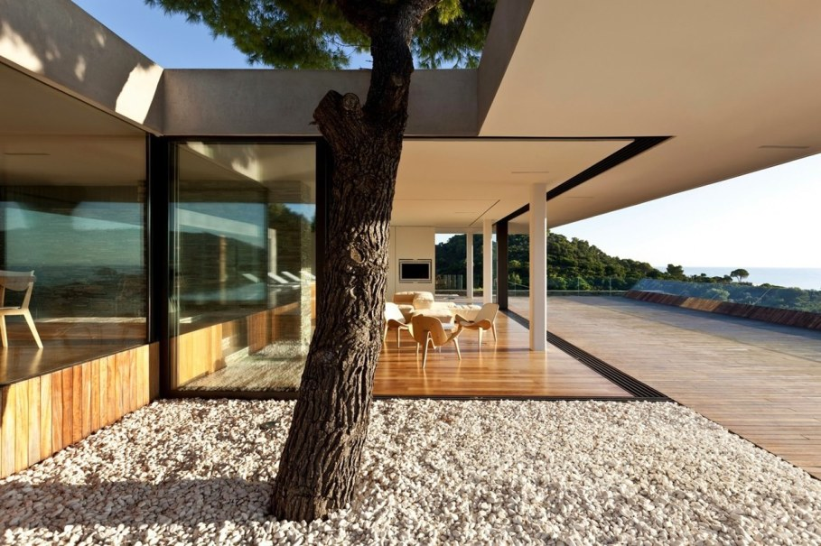 The shining Plane House residence on the Greek island - outdoor terrace 3
