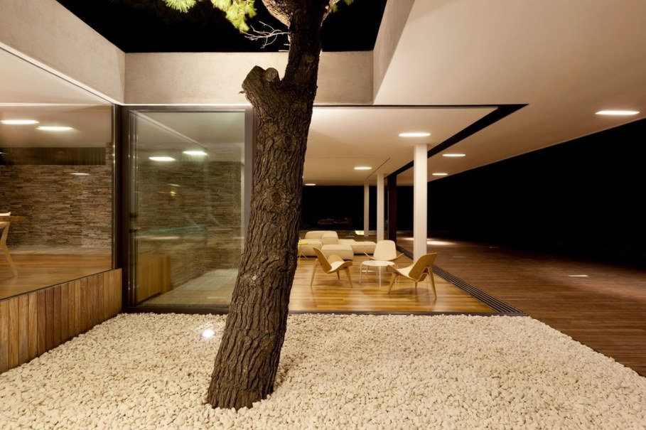 The shining Plane House residence on the Greek island - outdoor terrace 4