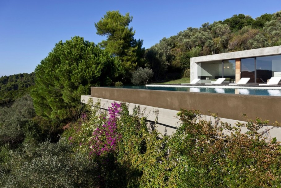 The shining Plane House residence on the Greek island - swimming pool 3