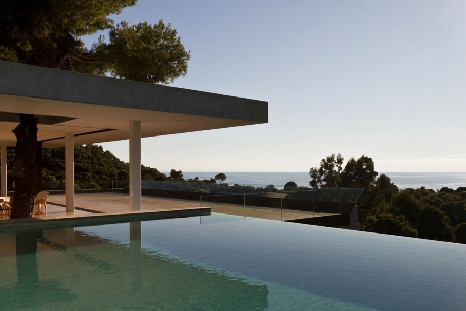 The shining Plane House residence on the Greek island - swimming pool 4