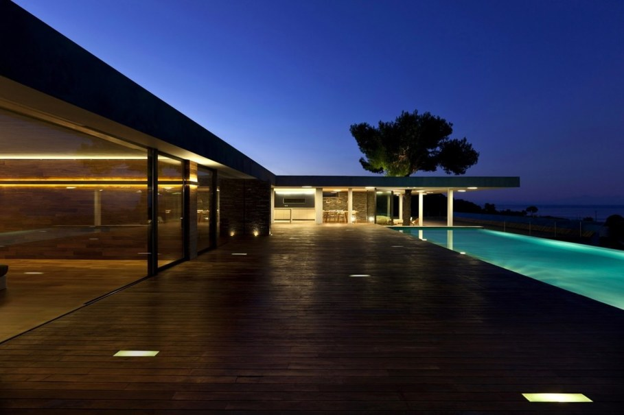 The shining Plane House residence on the Greek island - swimming pool 5