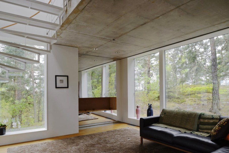 The villa Altona in ambience of untouched nature - Living room with panoramic windows