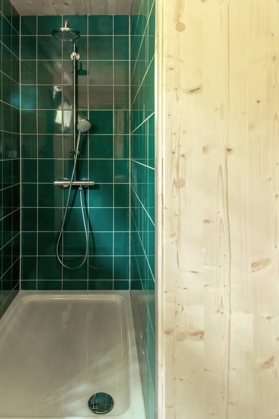 Urban Treehouse by Baumraum - bathroom 2