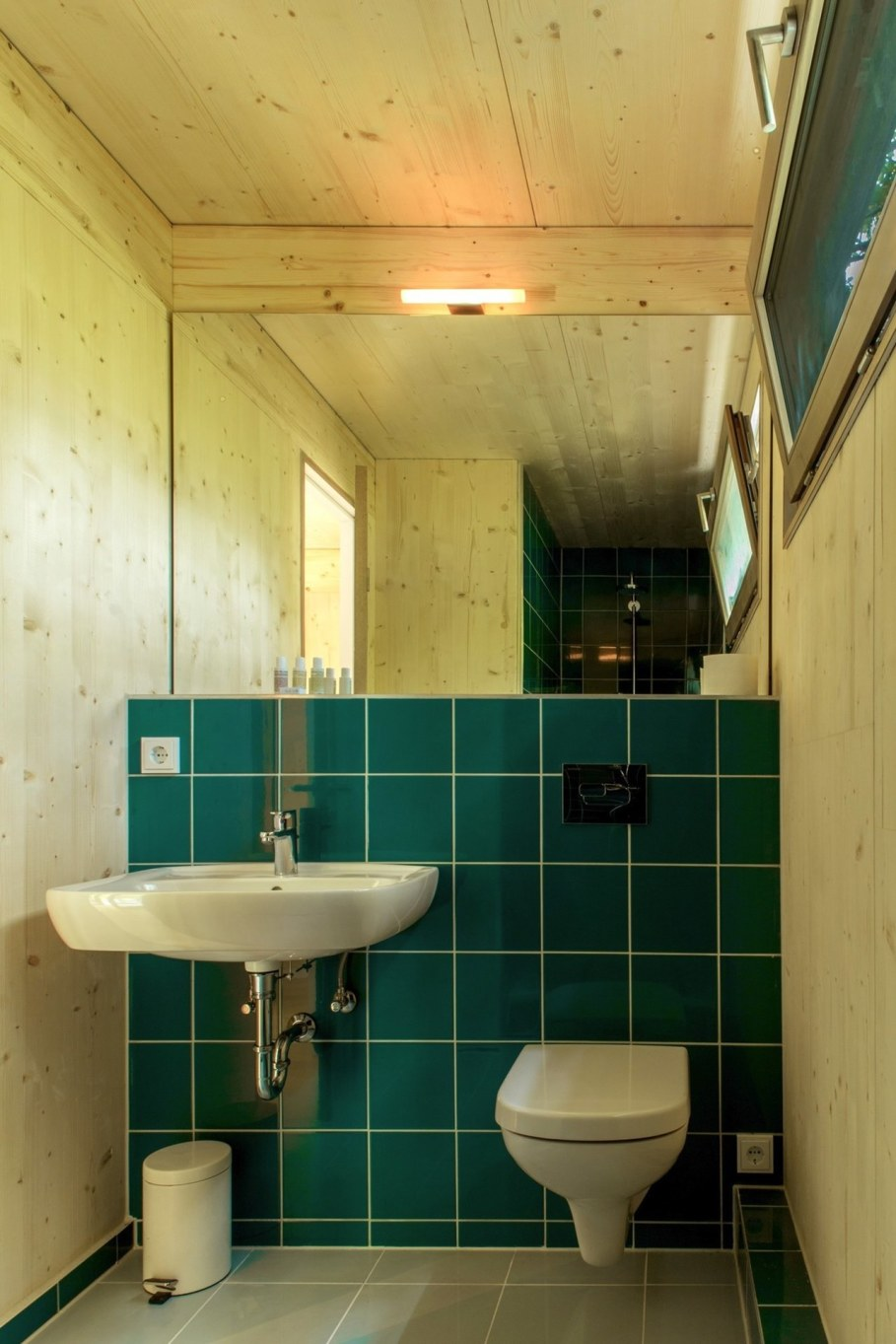 Urban Treehouse by Baumraum - bathroom