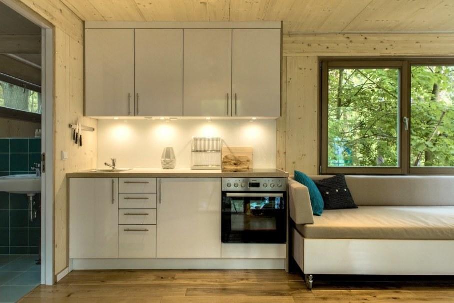 Urban Treehouse by Baumraum - kitchen