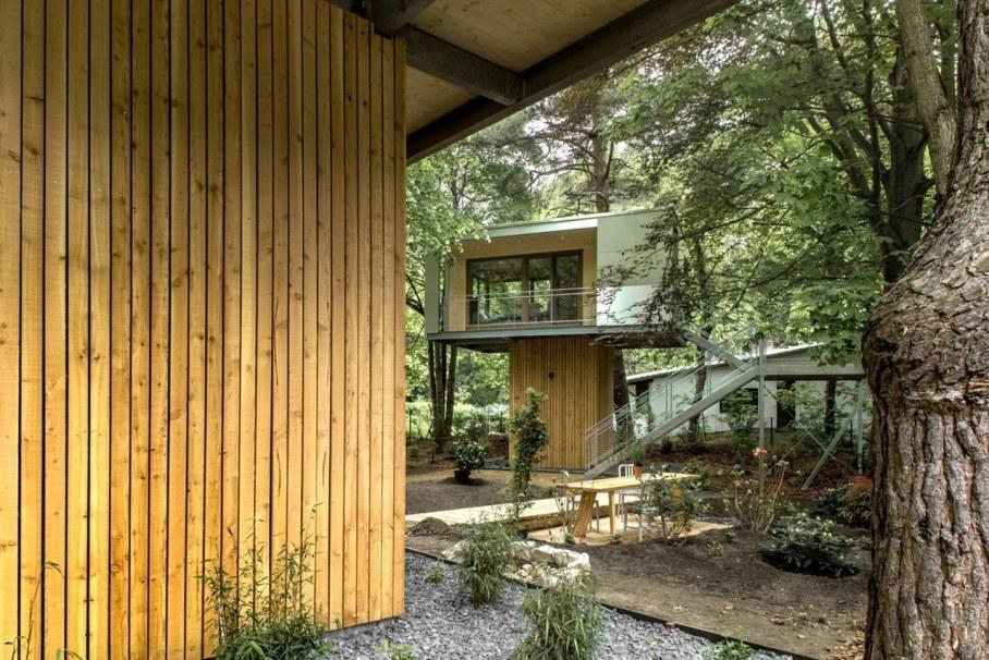 Urban Treehouse by Baumraum - patio