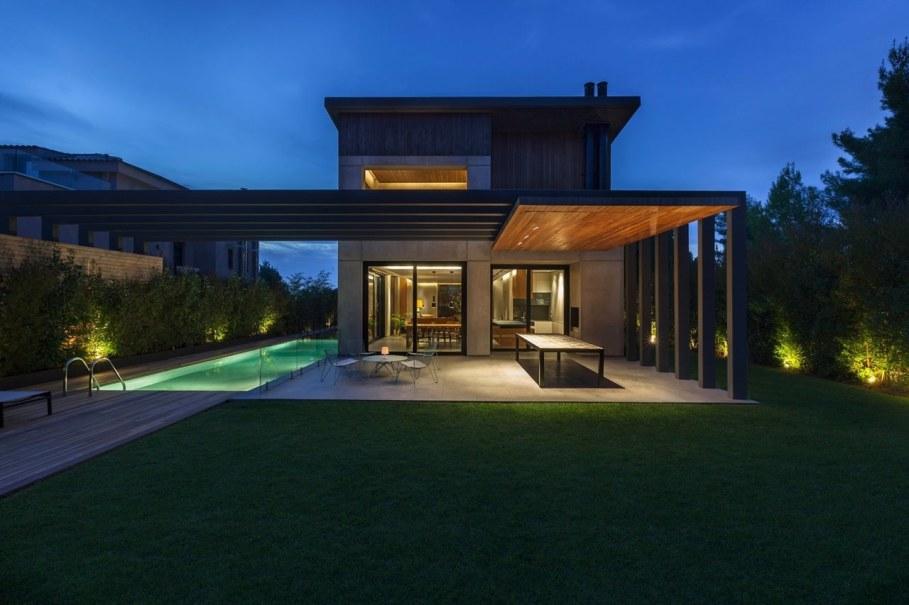 Woodwing villa in Greece - Facade