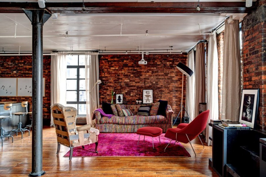 Loft from a former clothing factory in New York, living room