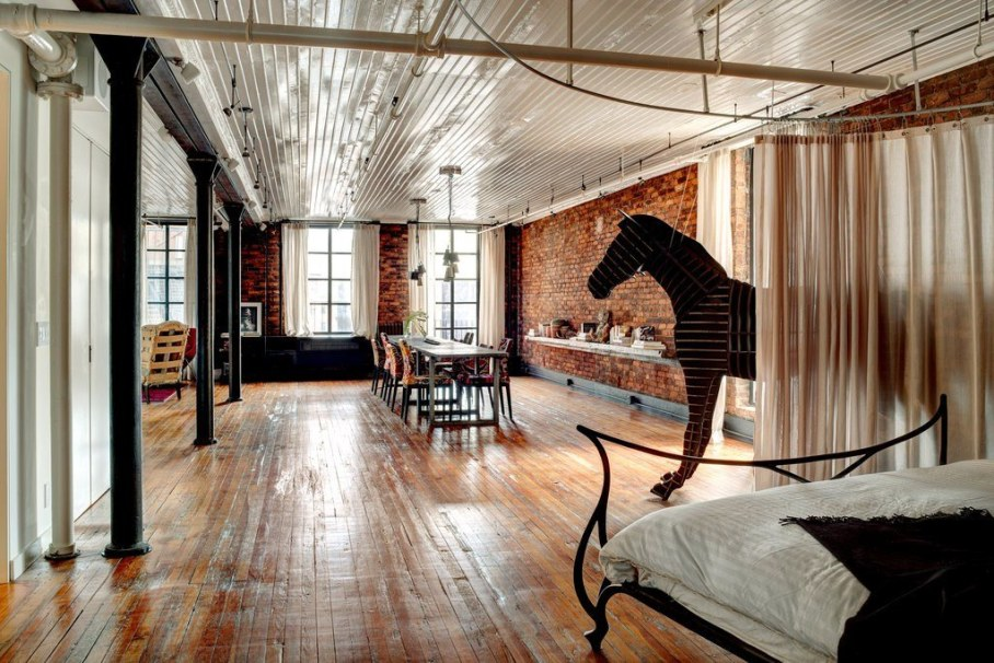 Loft from a former clothing factory in New York, bedroom