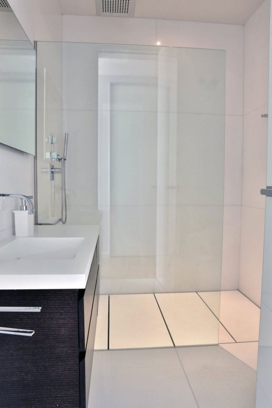 A modern villa in Spain - bathroom 2