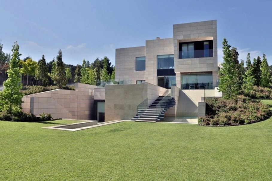 A modern villa in Spain - facade 1