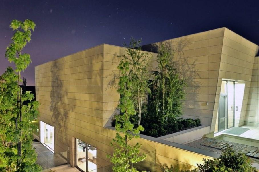 A modern villa in Spain - facade 3